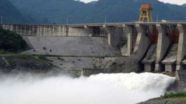 Power plants add to flood woes